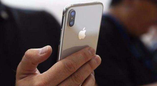 Chinese diplomat in Pakistan uses an iPhone to say Huawei has cut Apple into pieces