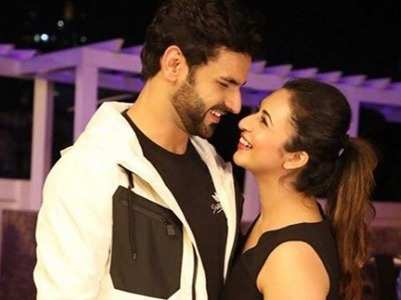 Divyanka, Vivek opt for a rickshaw ride
