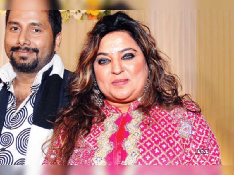 """Dolly Bindra <a href=""""http://photogallery.indiatimes.com/articleshow/6939597.cms"""" target=""""_blank"""">More Pics</a>"""
