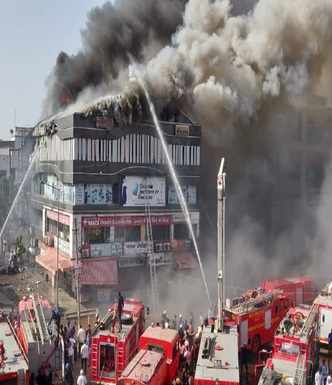 Fire breaks out in Surat, death toll rises to 17