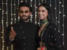 Check out Ranveer Singh's hilarious comments on Deepika Padukone's latest post