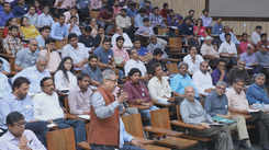 A discussion on seismic codes for earthquake safety took place at IIT-Gn