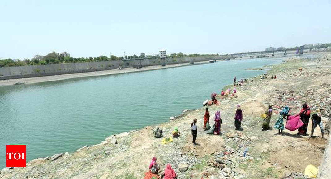 Ahd: Wave of 20,000 citizens to clean Sabarmati