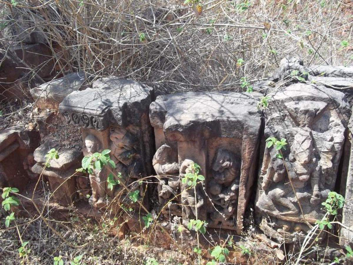 Illegal miners plunder artefacts around Sarbhang ashram in Satna, as government sleeps