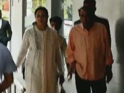 Hema Malini-Dharmendra visit baby Miraya