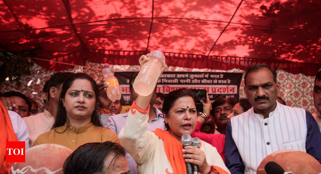 Meenakshi Lekhi Protests 'water Shortage' In Her Constituency; Djb Says Bjp Politicising Issue   Delhi News
