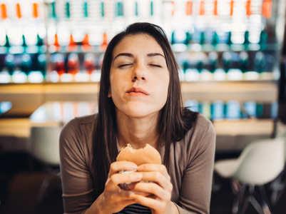 3 pressure points to stop binge eating