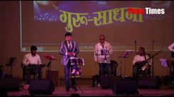 Singer singing a Ye kali kali ankhe at event in Pune