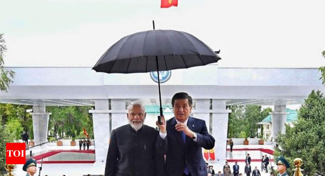 Narendra Modi: When presidents held umbrellas for Modi | India News
