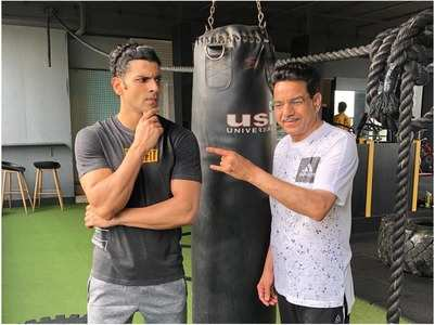 Vivek sweats it out in gym with his father