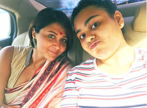 Swastika's vacay picture with daughter Anwesha will win your hearts