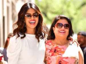 Priyanka celebrates her mother Madhu's b'day