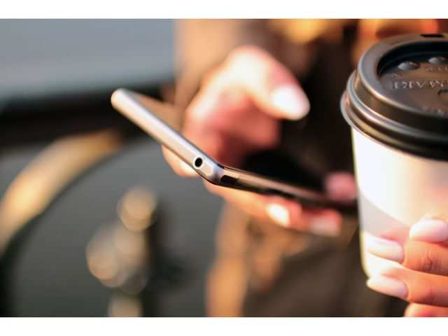 How you lock your smartphone can reveal your age: Study