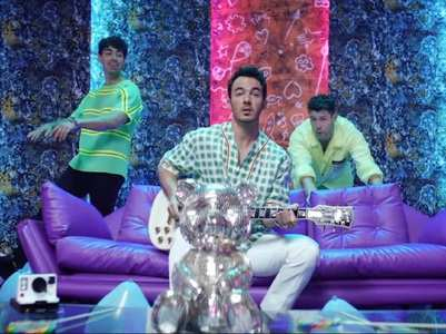 'Runaway': Jonas Brothers' first Latin song