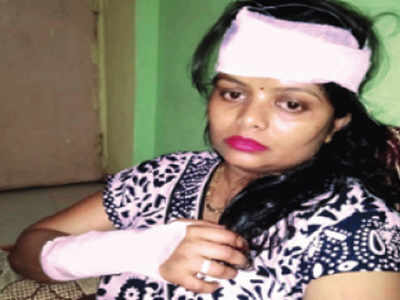 Thane: Three women injured as glass bottle flung at local train
