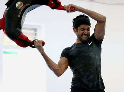 Pic: Farhan shows off his  ripped new physique
