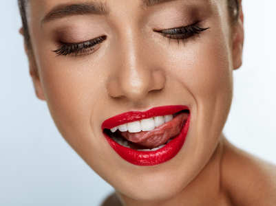 How to apply a liquid lipstick