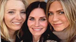 Jennifer Aniston, Lisa Kudrow, Courteney Cox enjoy girls night out