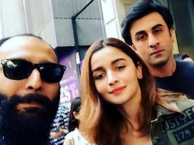 Pic: Ranbir & Alia spotted on a day out in NYC