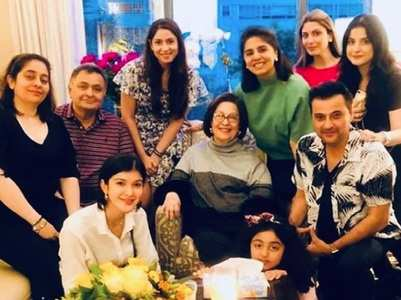 Photo: Sanjay and family visit Rishi Kapoor