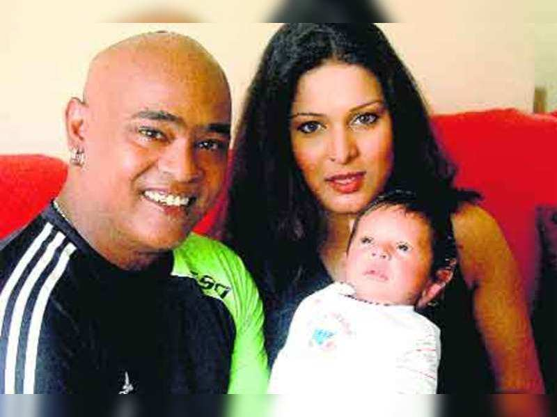 Picture perfect: Vinod Kambli with his son Jesus Christiano and wife Andrea