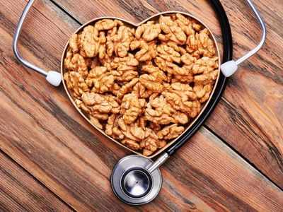 How much nuts you should eat daily to reduce blood pressure