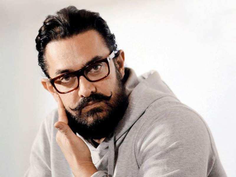 Aamir Khan gets trolled for not wearing mask