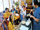 Gastronomic enthusiasts take special cooking lessons for monsoon