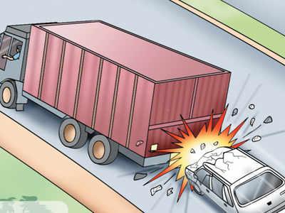 Ahmednagar – 4 killed in truck-car collision.