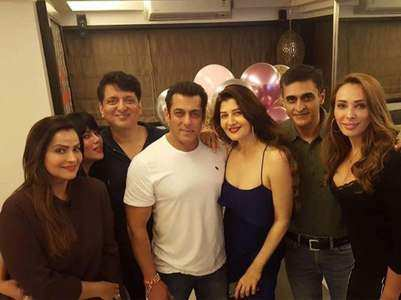 Salman at Sangeeta Bijlani's birthday