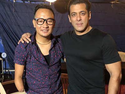 Salman croons Kishore Da's song with Thupten