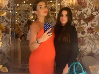 Picture: Amy Jackson flaunts her baby bump