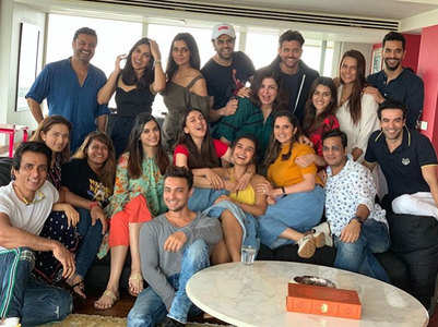 Pics: Farah's lunch with Hrithik & friends