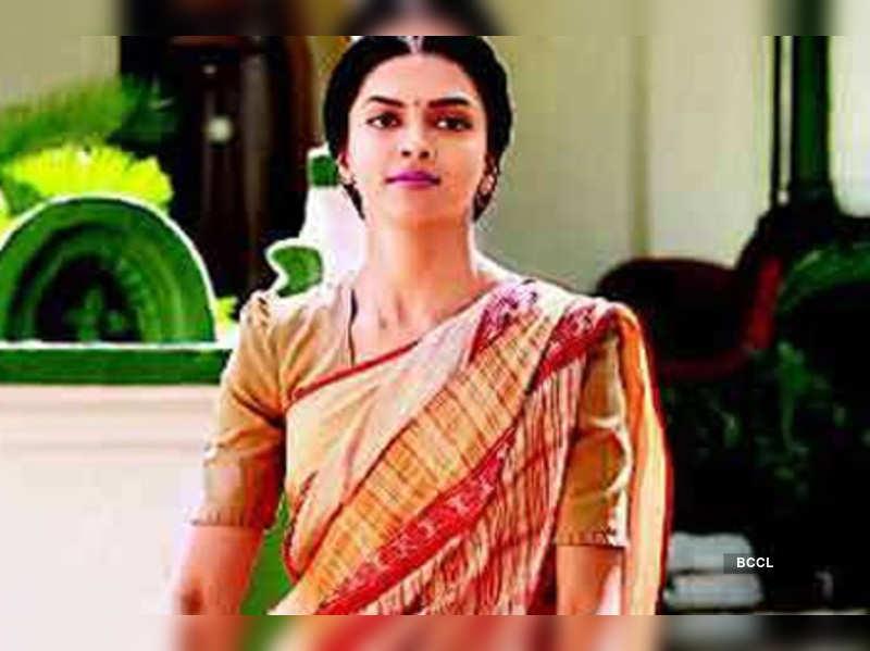 Deepika resembles Kalpana Datta: Ashutosh | Hindi Movie ...