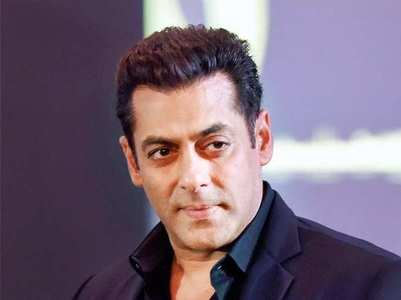 'Dabangg 3': Salman Khan gets mobbed by fans