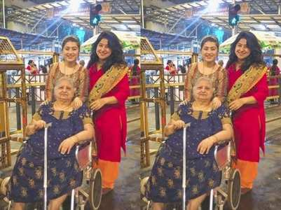 Aditi takes mother, grandmother to temple