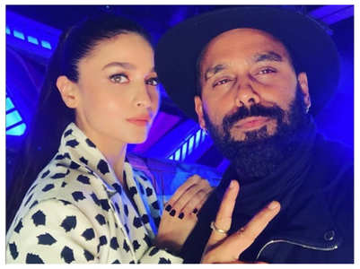 Pic: Alia looks chic as she poses with Bosco