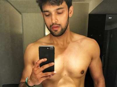 Parth Samthaan flaunts his chiseled body