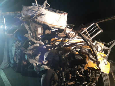 Nine die as truck collides with bus in Tamil Nadu | Chennai News