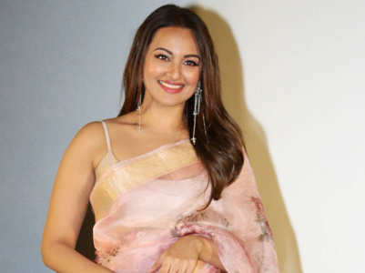 You can't miss Sonakshi Sinha's nude pink sari