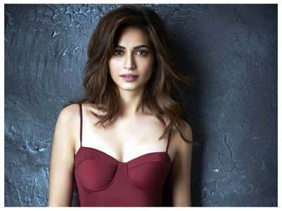 Kriti Kharbanda's first look from 'Chehre'