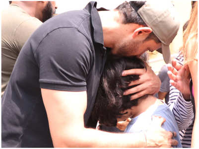 Photos: Hrithik Roshan consoles a young fan