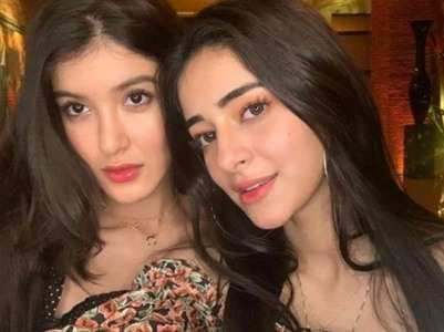 Ananya and Shanaya's 'double trouble' selfie