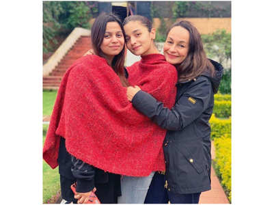 Pic: Alia Bhatt poses with sister & mother