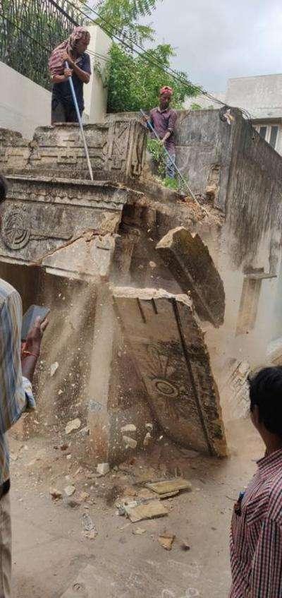 Hyderabad: 162 dilapidated buildings razed, 26 sealed & 12
