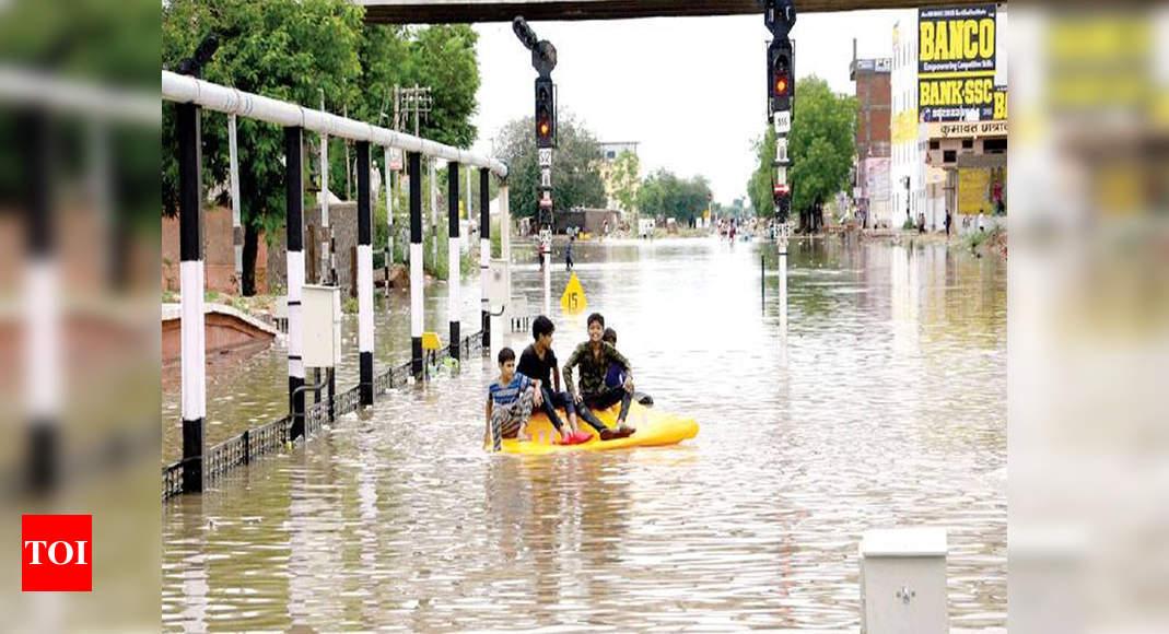 Several areas waterlogged after heavy rain lashes Delhi