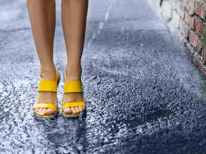 Homemade packs for your feet this monsoon