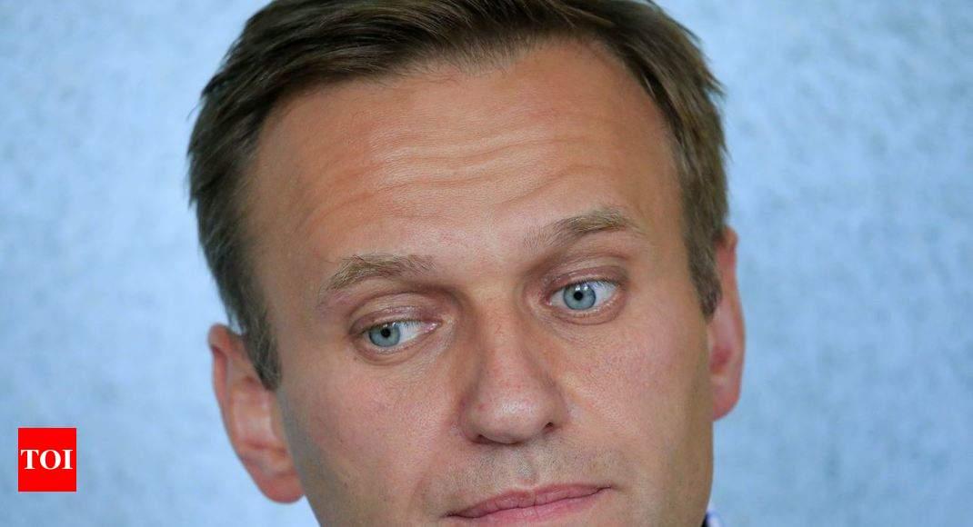 Putin opponent Alexei Navalny 'poisoned': Lawyer