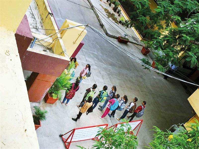 Students Diss St Francis College's Dress Code Diktat