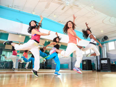 What are the advantages and disadvantages of Aerobic dance